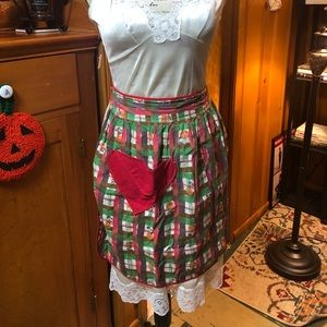 Vintage ❤️ plaid apron with ❤️ heart pocket ❤️